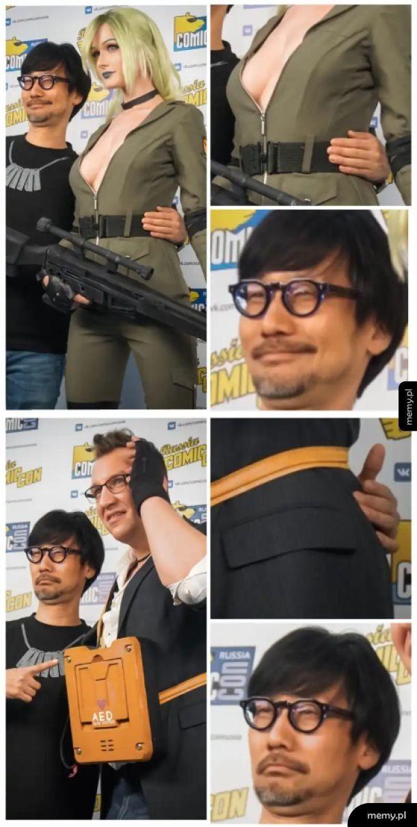 Hideo Kojima na imprezie z cosplayerami