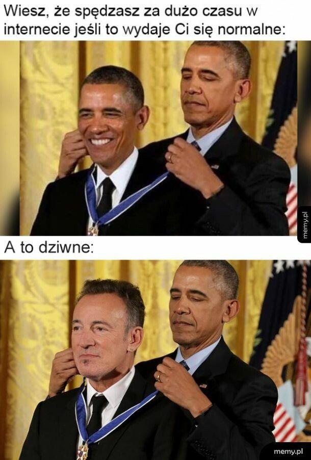 To Obama nie wręczał tego medalu samemu sobie?