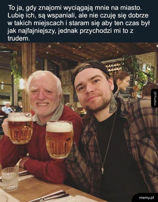 Harold w życiu spokojnie nie może iść do baru, stąd to zdjęcie