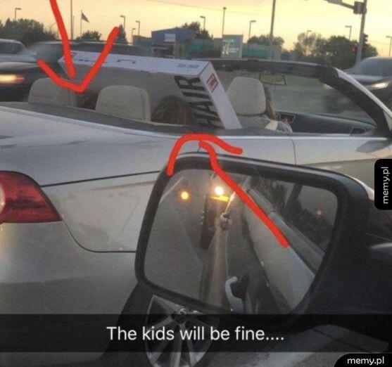 Kiedy madka pakuje dzieci do auta