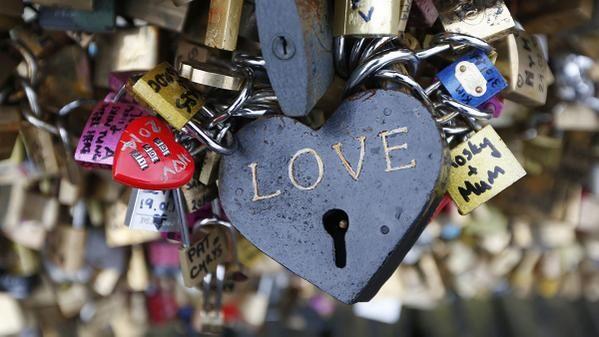 Z mostu zakochanych w Paryżu zniknęło 1 milion kłódek!