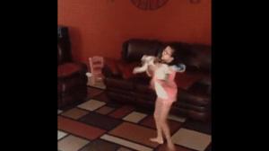 Niegrzeczne dziecko zepsuło kota