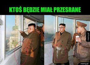 Ubrudzony Kim Dzong Un