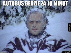 Czekanie na autobus zimą.