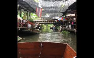 Pływający targ w Bangkoku