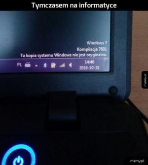 Komputer w sali informatycznej