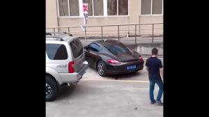 Jak radzić sobie z dupkiem na parkingu.