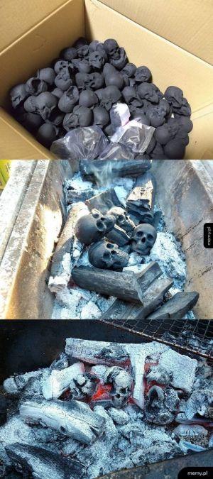 Węgiel w kształcie czaszek