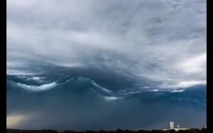 Chmury jak fale