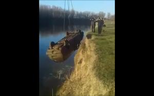 Wyciąganie samochodu z wody