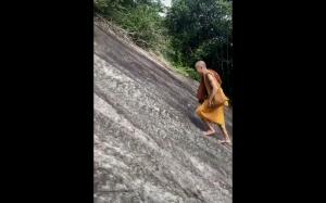Wspinający się mnich