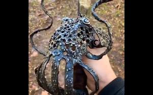 Miecz w kształcie ośmiornicy