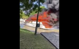 Statek w ogniu
