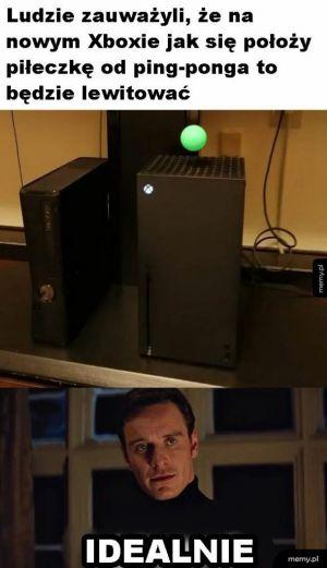 Xbox i piłeczka