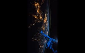 Ziemia nocą widoczna ze stacji kosmicznej