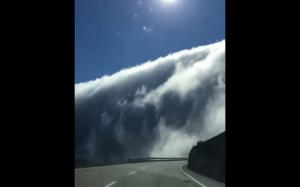 Chmury nad górą