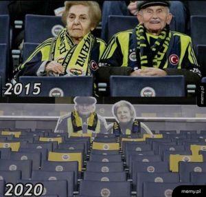 """Fani i klub Fenerbahce upamiętnili """"wuja Mümtaz i ciotkę İhsan"""" , gdy 4 grudnia zmarła """"ciotka Ihsan"""".(kibicowali na każdym meczu przez 45 lat)"""