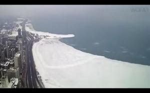 Wielka kra odrywa się od jeziora Michigan
