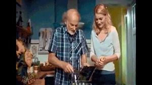 Kiedy dziadek pomaga w kuchni