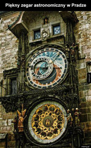 Piękny zegar astronomiczny
